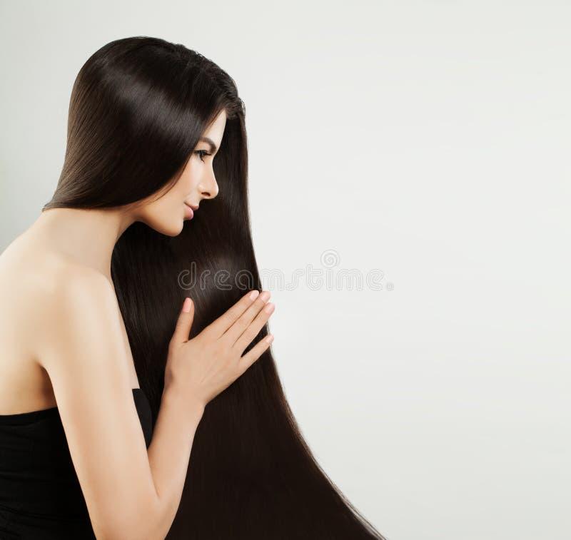 lång ståendekvinna för hår sunt brunt hår arkivfoton