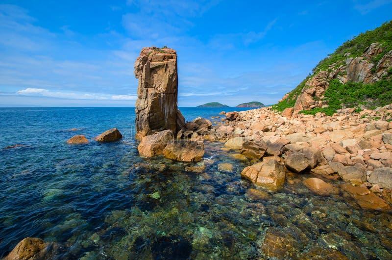 Lång sten i havet royaltyfria foton
