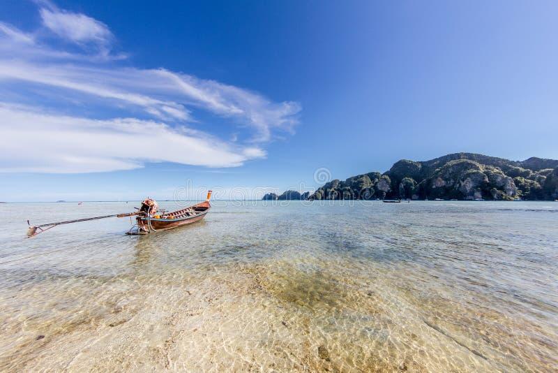 lång svan thailand för fartyg royaltyfria foton