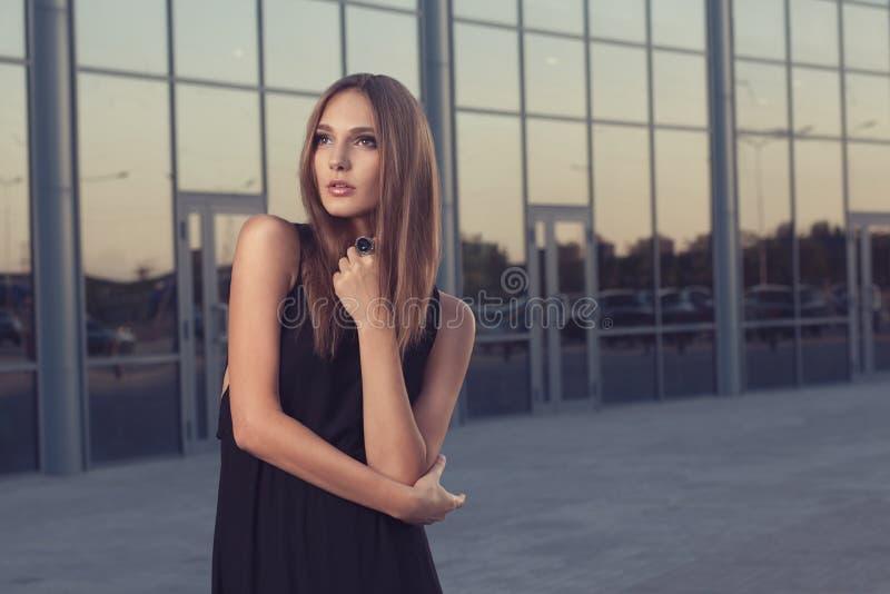 Lång svart klänning fotografering för bildbyråer