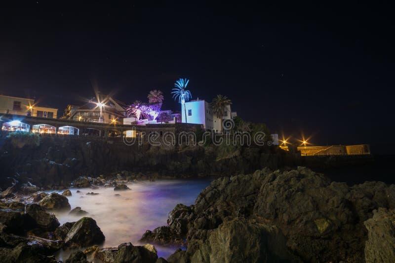 Lång tidexponering av Puerto de la Cruz promenad royaltyfria foton