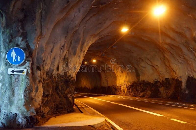 Lång tunel royaltyfri bild