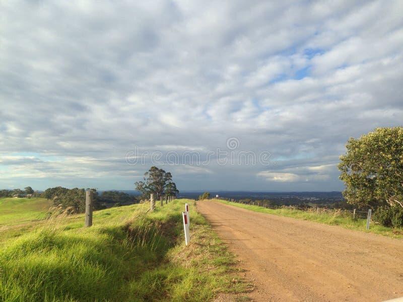 lång väg arkivfoton