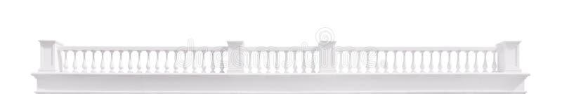 L?ng vit balustrad som isoleras med urklippbanan arkivbild
