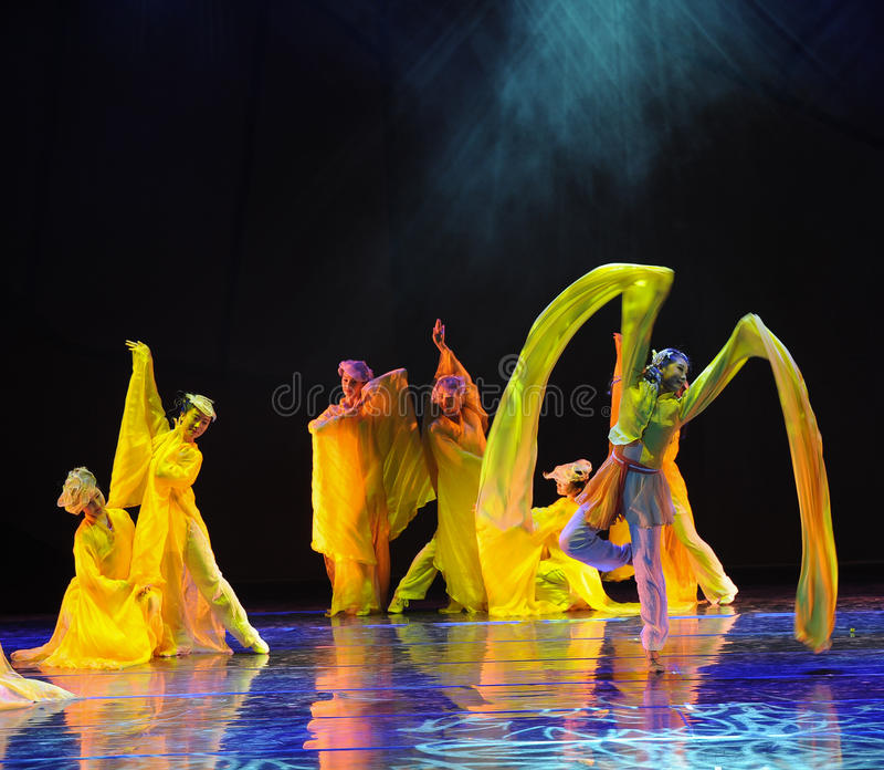 Långa muffar är en fördel i en dans - dansdramat legenden av kondorhjältarna arkivfoton