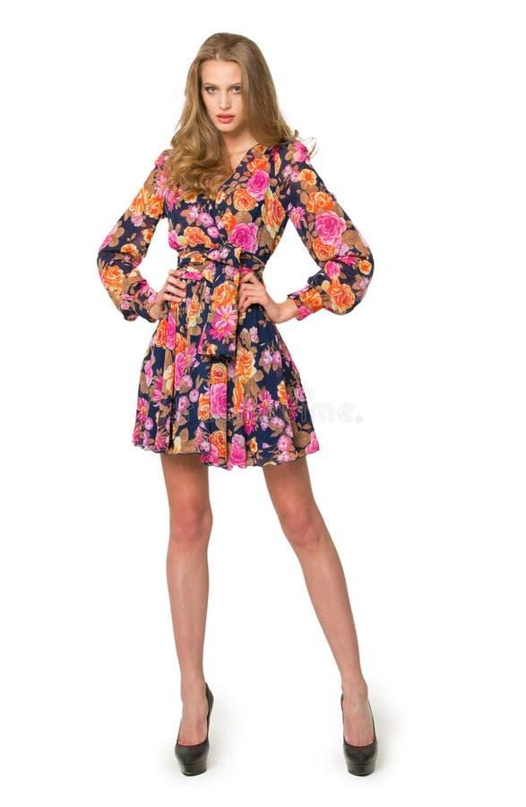 Långbent flicka i en härlig klänning royaltyfri foto
