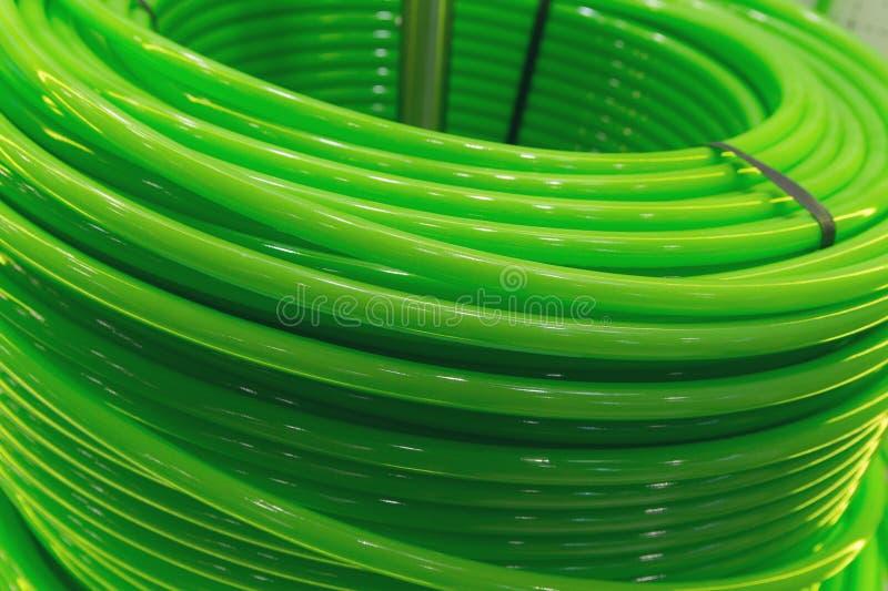 Långt grönt slut för vattenrör upp arkivbild