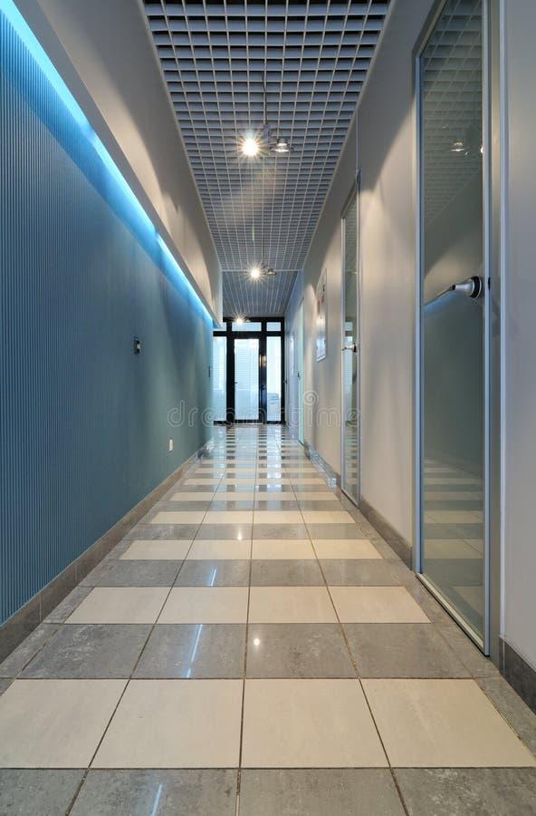 långt kontor för korridor fotografering för bildbyråer