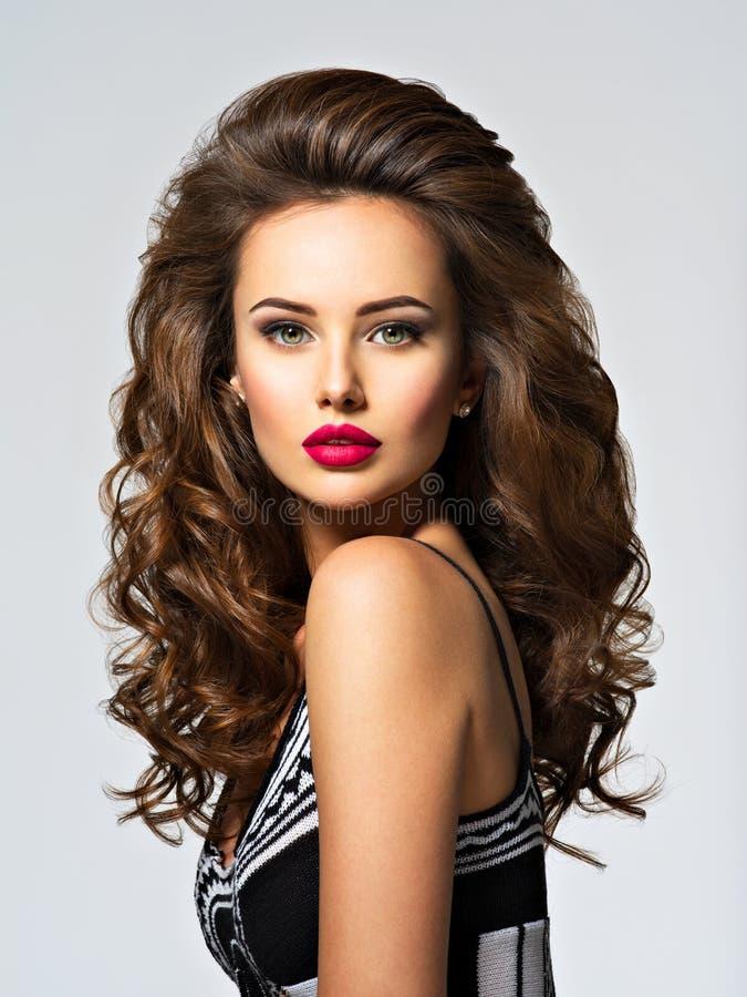 långt nätt kvinnabarn för hår fotografering för bildbyråer