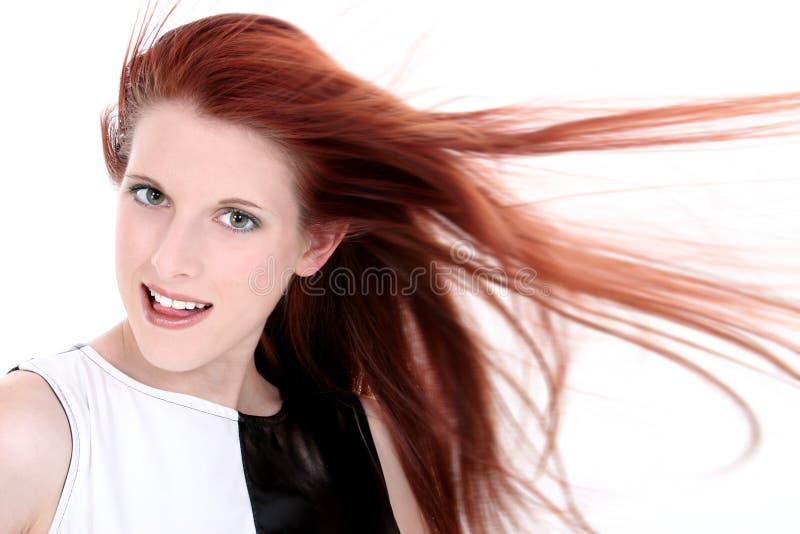 långt rött barn för glamourous hårlady fotografering för bildbyråer