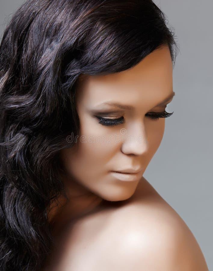 långt svart hår för skönhet arkivbild