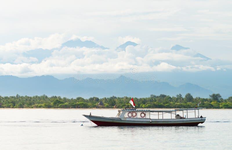 Långt träfartyg royaltyfria foton