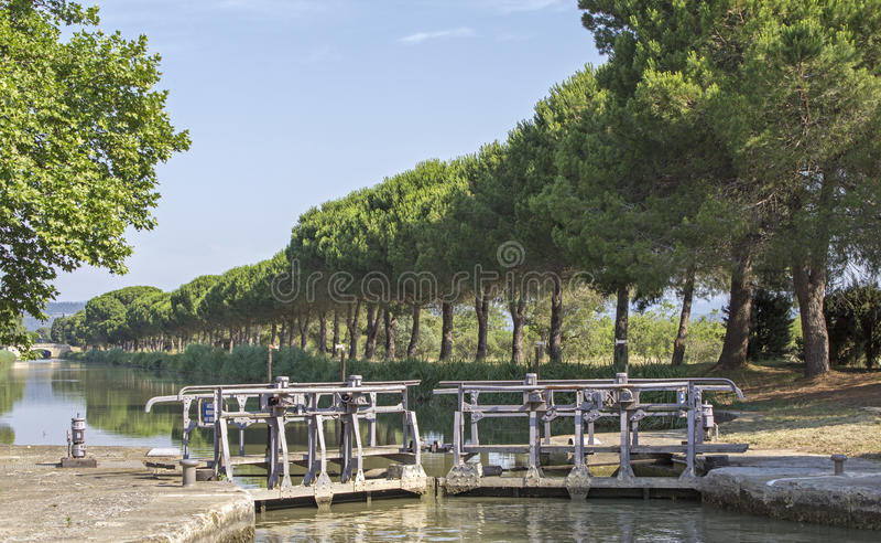 Lås Canal du Midi. Frankrike. royaltyfria bilder