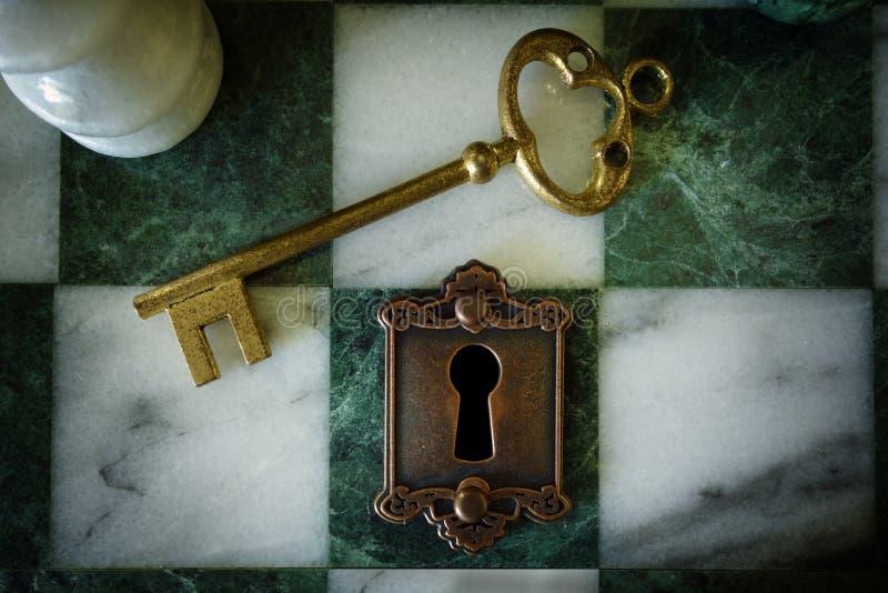 Lås och nyckel- schack royaltyfria bilder