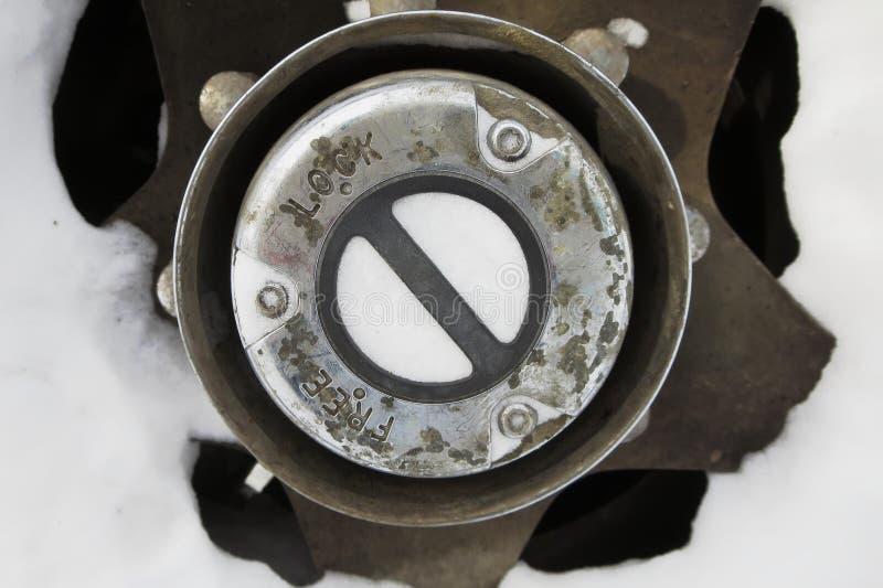 Låsa navet på drevuppsamling för 4 hjul arkivbilder