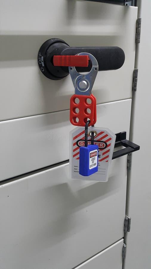 Låsa ut & märka ut, lockoutstationen, maskinen - specifika lockoutapparater fotografering för bildbyråer