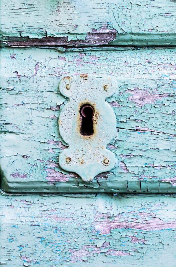 Låser antikt trä för gammal tappning och metallnyckelhålet royaltyfri fotografi