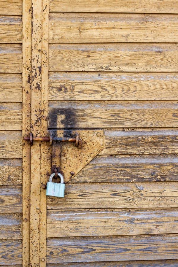 Låset på garagedörren fotografering för bildbyråer