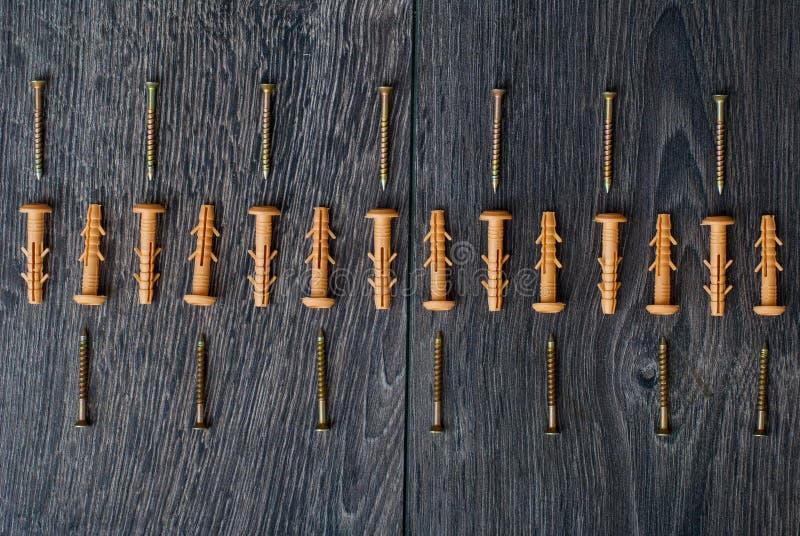 Låspinnar på träbakgrund royaltyfri bild