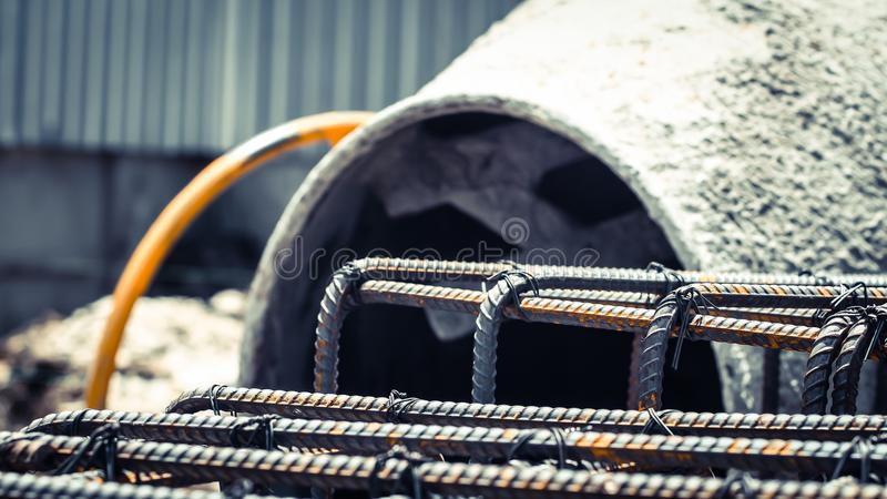 Låspinnestångstål för blandare för betong för förstärkningstrukturbakgrund arkivfoto
