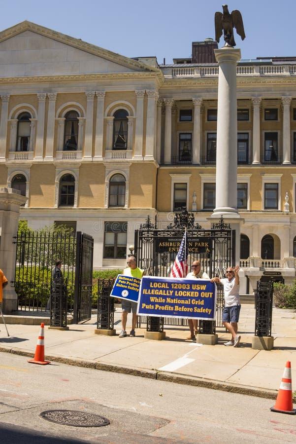 Låst-Ut National Grid arbetarprotest utanför Massachusetts S royaltyfri bild