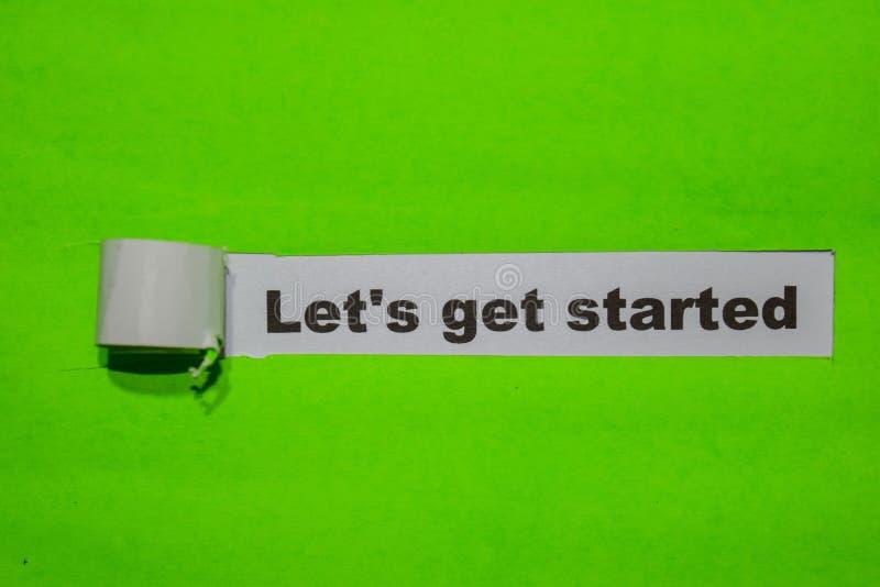 Låt oss få startade, inspiration och affärsidéen på grönt sönderrivet papper arkivbild
