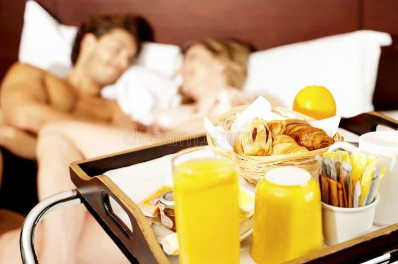Låt oss vakna upp med den sunda frukostälsklingen royaltyfria bilder