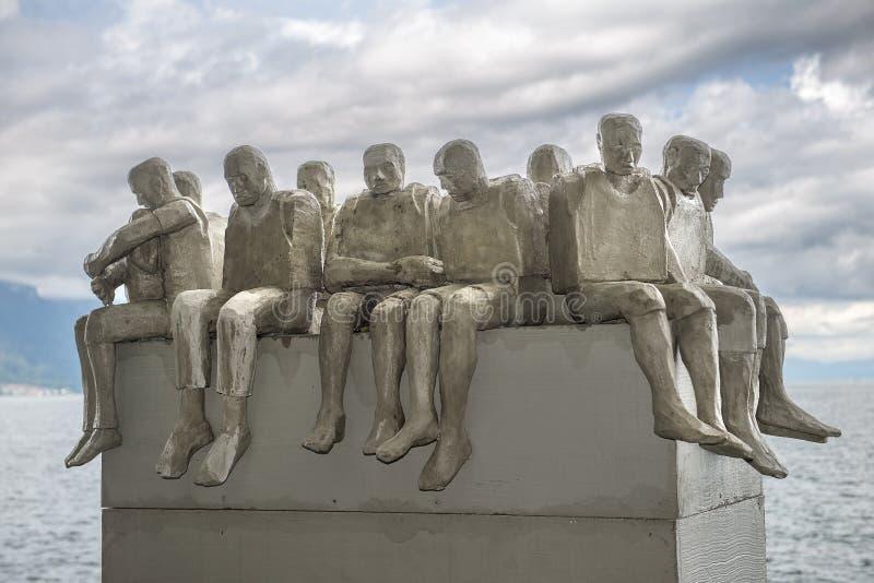 Låter alla gå fördärvar, skulptur av Stephen Hawking royaltyfri foto