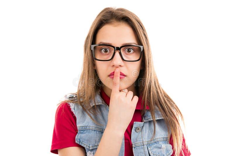 Lèvres émouvantes choquées de femme dans le malentendu photos stock