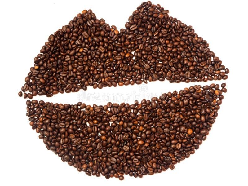 Lèvres faites de grains de café d'isolement sur le blanc photos libres de droits