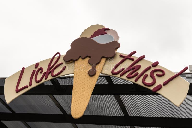 Léchez ce logo de crème glacée à Napier, Nouvelle-Zélande photographie stock libre de droits
