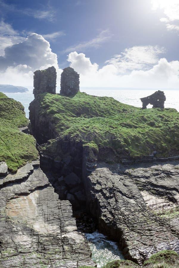 Léchez le château dans le comté kerry Irlande photo stock