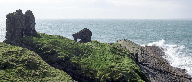 Léchez le château sur le chemin atlantique sauvage image libre de droits