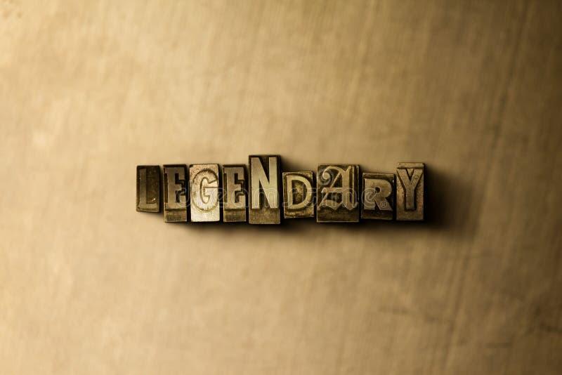 LÉGENDAIRE - le plan rapproché du vintage sale a composé le mot sur le contexte en métal images stock
