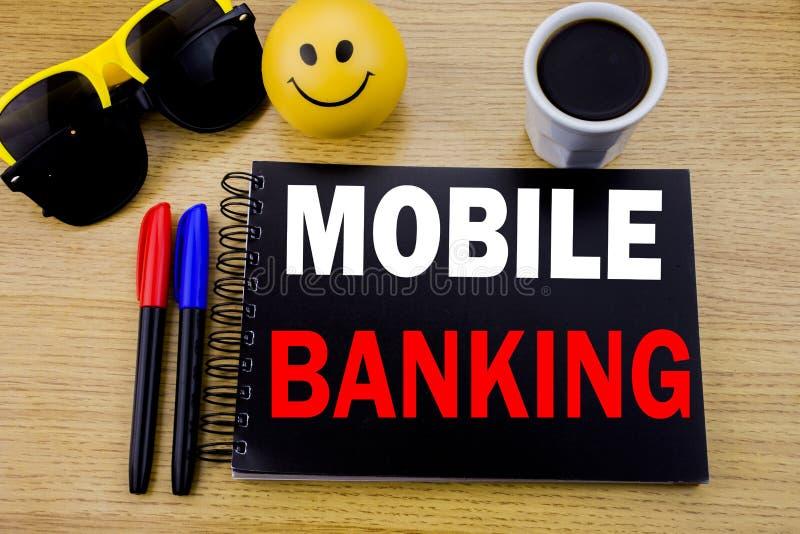 Légende conceptuelle des textes d'écriture de main montrant des opérations bancaires mobiles Concept d'affaires pour l'e-banque d photographie stock