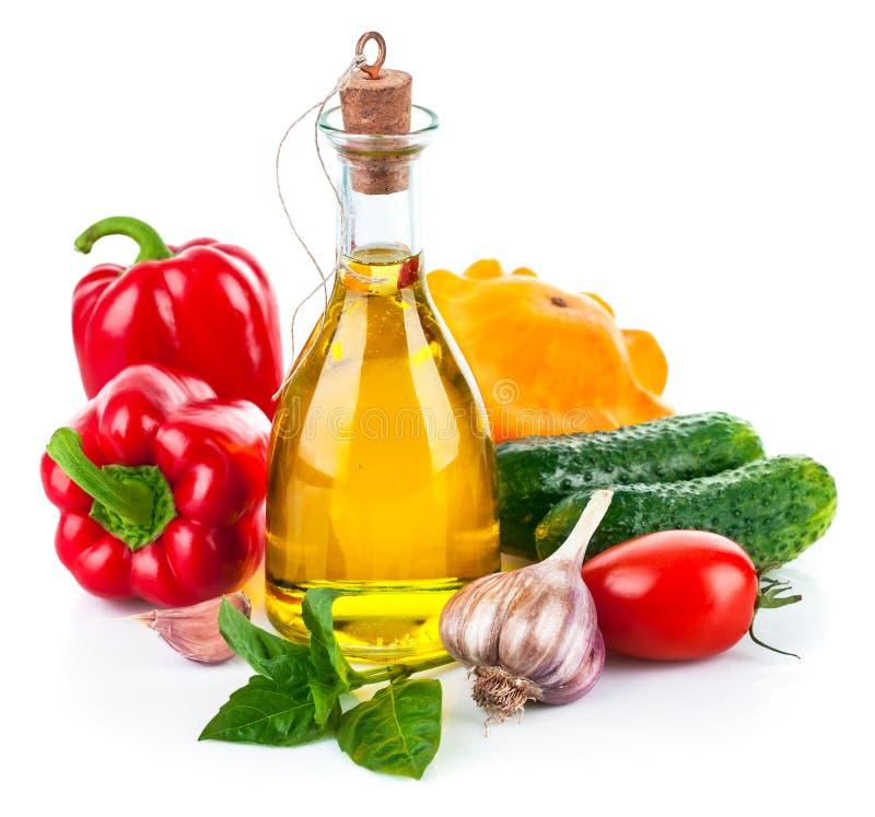 Légume frais avec l'huile d'olive photo stock