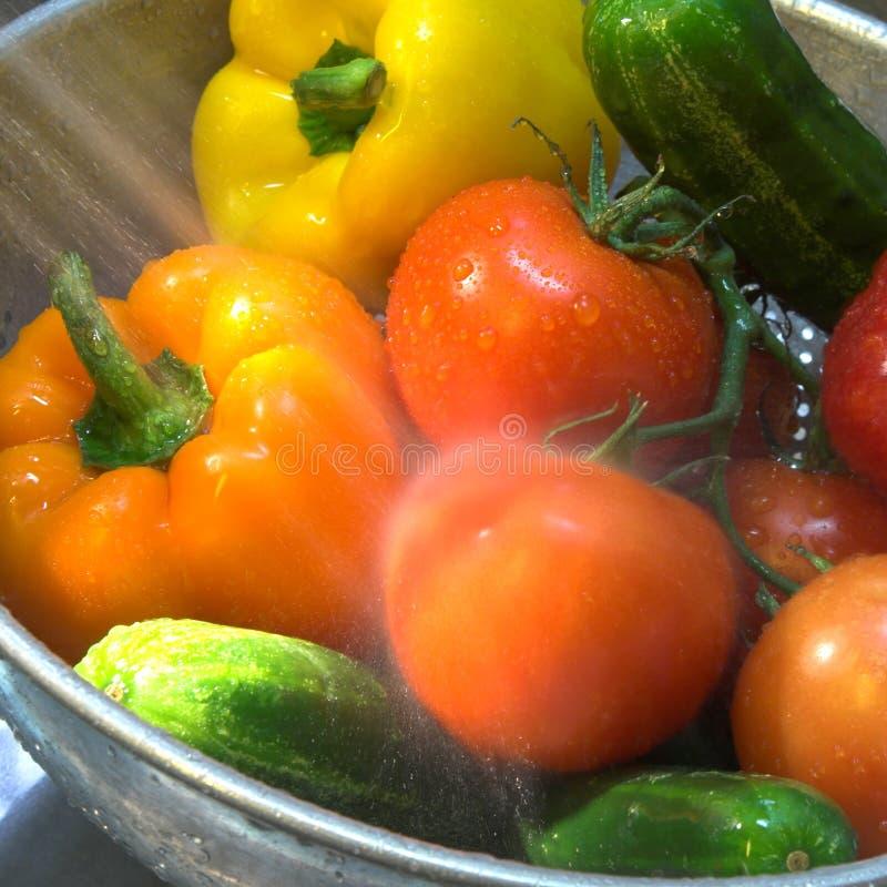 Légumes étant pulvérisés images libres de droits