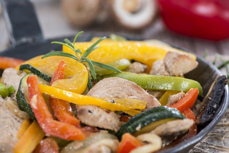 Légumes avec le poulet photos libres de droits