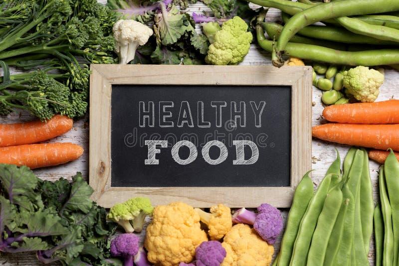 Légumes crus et nourriture saine des textes images stock