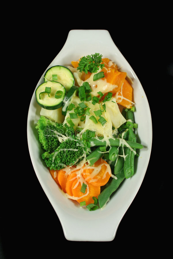 Légumes cuits à la vapeur avec du fromage image stock
