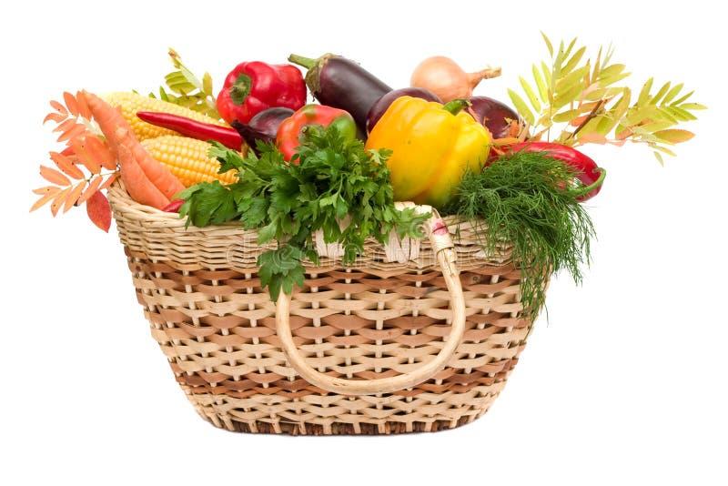 Légumes dans le panier photos stock