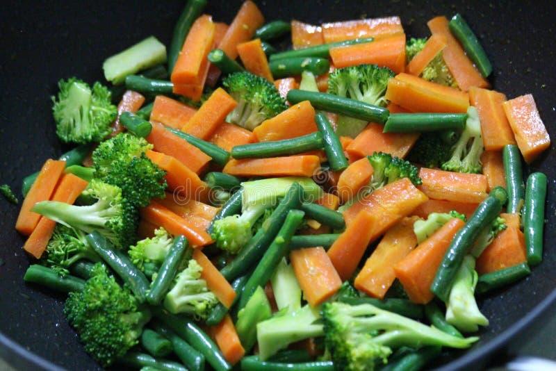Légumes de sauté images stock