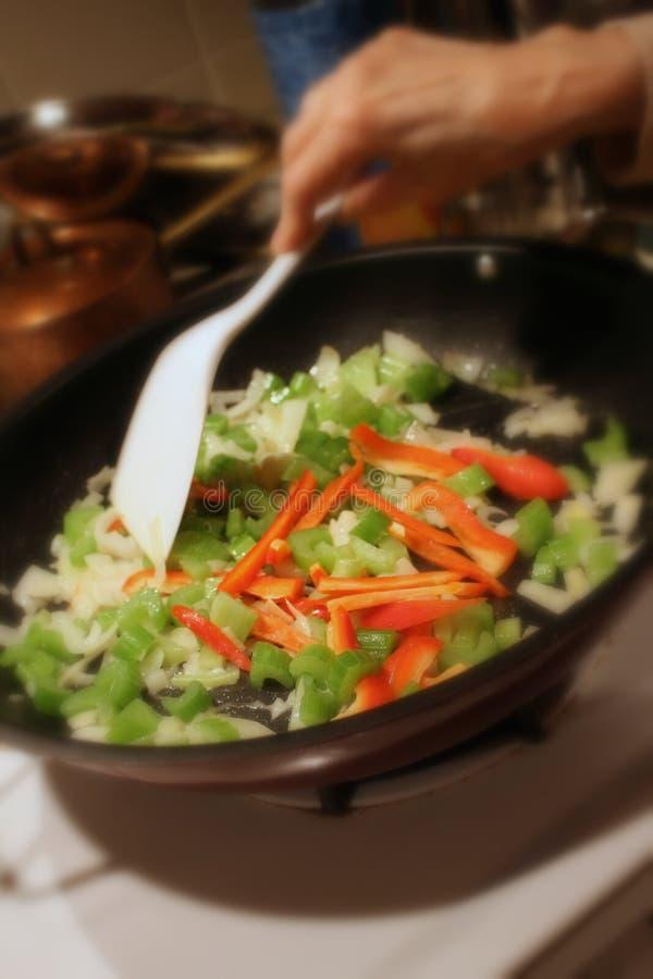 Légumes de Sauteeing photo libre de droits