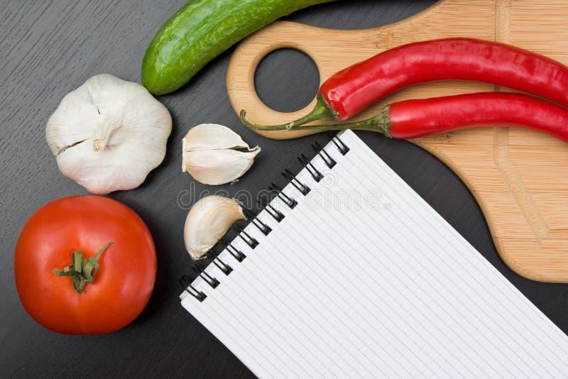 Légumes et batteries de cuisine photographie stock