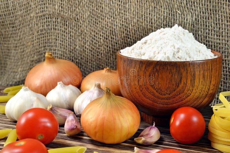 Légumes et farine photographie stock libre de droits