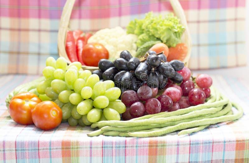 Légumes et fruit organiques sains photos stock