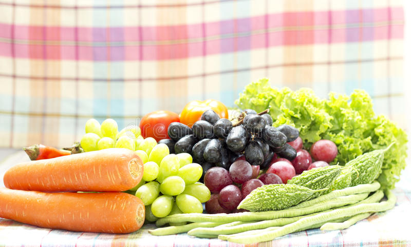 Légumes et fruit organiques sains photos libres de droits