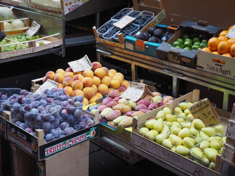 légumes et fruits à Bologna photographie stock libre de droits