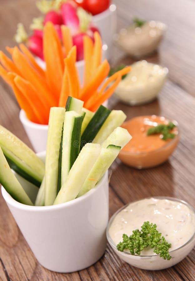 Légumes et immersions image libre de droits
