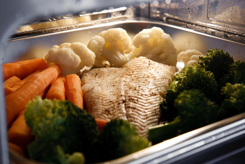 Légumes et poissons de flot images libres de droits